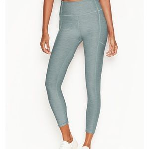 Incredible Essential Legging
